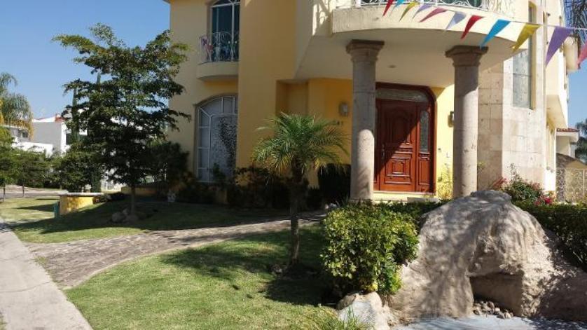 Venta casa en jard n real zapopan 2672000018 for Casas en jardin real
