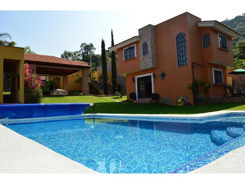 Renta casa en balcones de la calera tlajomulco de z iga for Casa con piscina para alquilar