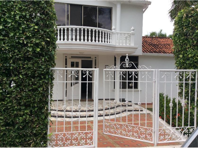 VENTA Hermosa casa con vista al lago, conjunto cerrado CONDOMINIO HACIENDA LA ESTANCIA Melgar Cundinamarca,