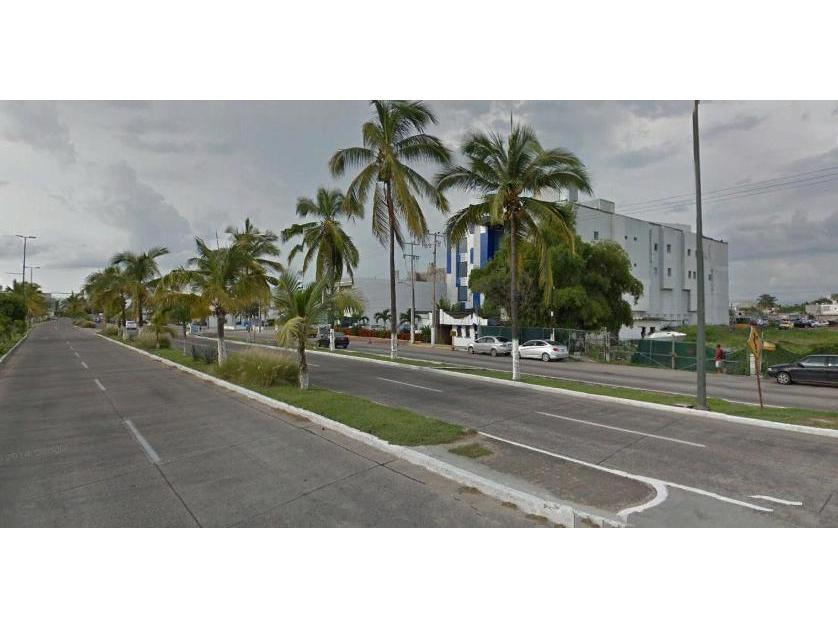 Lote de Terreno en Venta Francisco Medina Ascencio, Enfrente  Del Centro Comercial La Marina, Puerto Vallarta, Jalisco