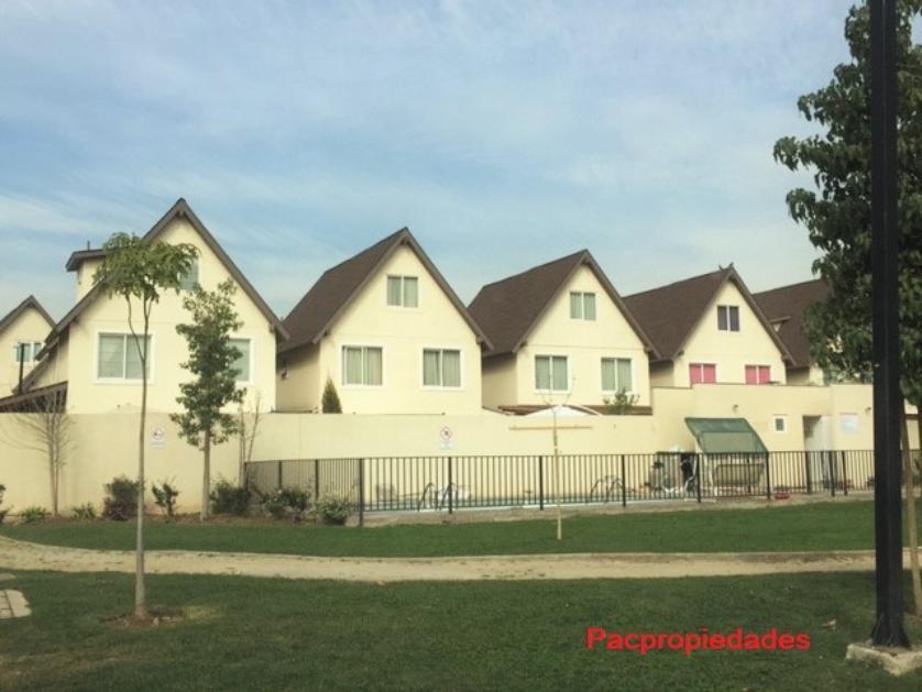 Casa fuera de condominio, La Hacienda el Roble / Cercano a colegio SFJ, Contáctanos al: 969081264