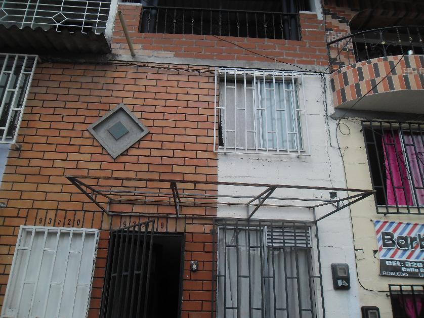 Casa en Venta en Calle 83 #93 A 18, Aures N.º 1, Medellín