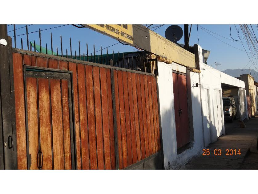 FERNANDEZ ESCOBAR Vende Casa y Local Comercial Centenario Los Andes