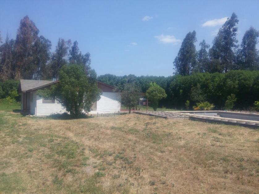 Talagante, Se Vende Hermosa casa en parcela con amplios jardines y piscina