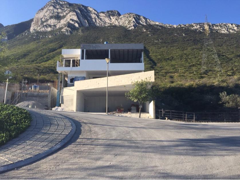 Venta casa en residencial cordillera ciudad santa for Casas santa catarina